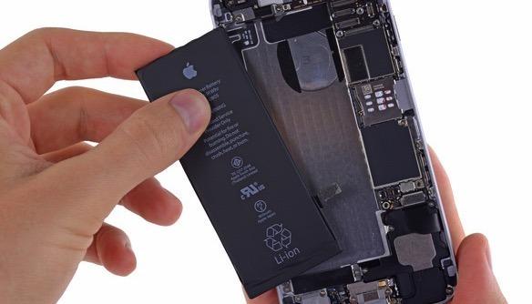 アップル、iPhoneのバッテリー劣化による性能低下問題まとめ
